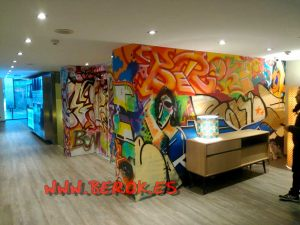 graffitis hotel Avinyó