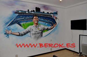 graffiti Cristiano Ronaldo en habitacion juvenil