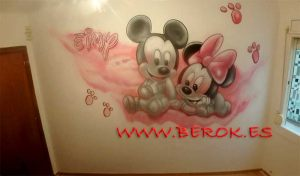 mural mickey minnie huellas Eimy