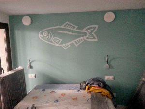 Decoracion-mural-apartamentos-pez-lineal