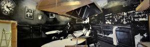 mural-blanco-y-negro-bar