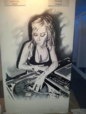graffiti-dj-woman