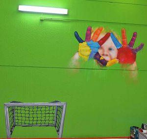 mural-nene-manos-pintadas