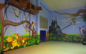 decoracion-graffiti-mural-en-parque-infantil-Espai-Magic-en-Sant-Fruitos