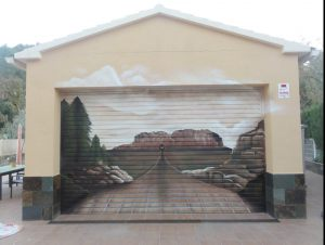 Mural-trampantojo-sobre-persiana-puerta-parking