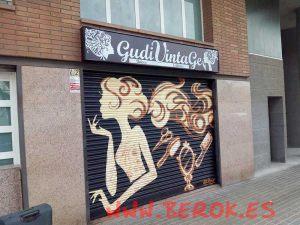graffitis-persiana-peluqueria-gaudi-vintahe