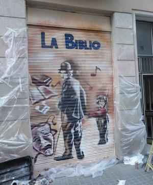 Decoracion-mural-sobre-persianas-de-Charles-Chaplin