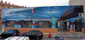 Mural-XXL-fachada-restaurante-estatua-de-la-libertad