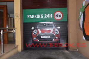 graffiti mini rojo parking Barcelona