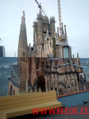 graffiti 3d Sagrada Familia Happy People