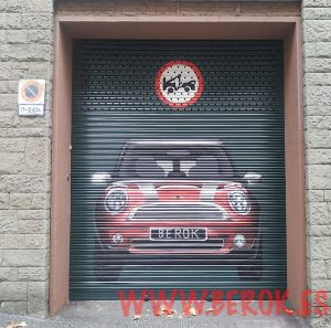 graffiti parking coche mini rojo