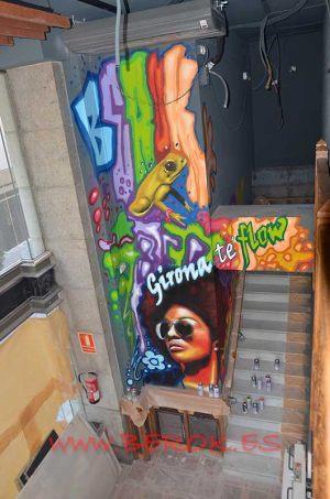 graffiti Girona rana afro mujer Kroak's