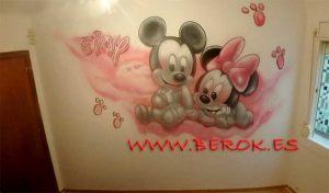 mural mickey minnie huellas Eimy
