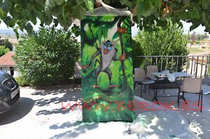 graffiti-puerta-mono-rey-leon
