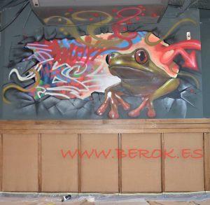 graffiti-rana-pared-rota