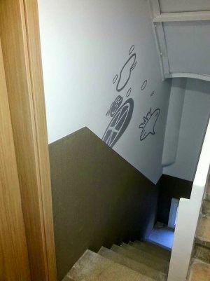 Decoracion-mural-apartamentos-escalera-alimentos