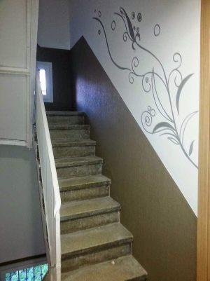 Decoracion-mural-apartamentos-escalera-lineas