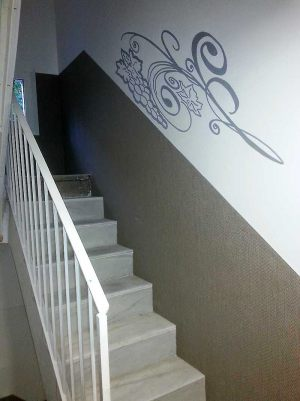 Decoracion-mural-apartamentos-floral-uvas-lineas