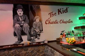 Decoracion-mural-charlie-chaplin-Cockel-Bar-Princesa-23