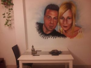 decoracion-interior-mural-comedor-pareja