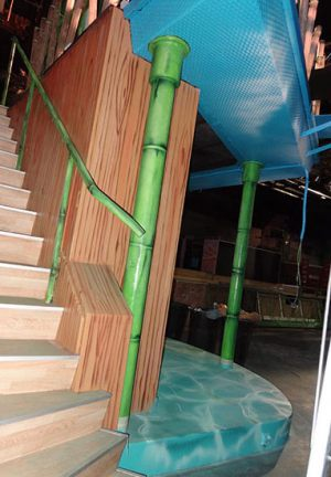decoracin-mural-del-bora-bora-sabadell-escalera-de-bambu