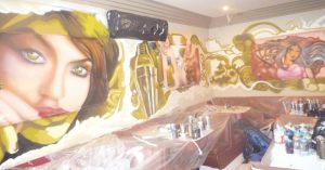 mural-en-bar-musical-romantic-cornella