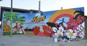 Decoracion-graffiti-mural-exterior-restaurante-Kauai