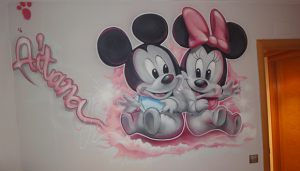 graffiti-mickey-y-minnie-en-grises-y-rosa