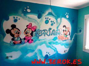 mural-infantil-mickey-bebe-brian
