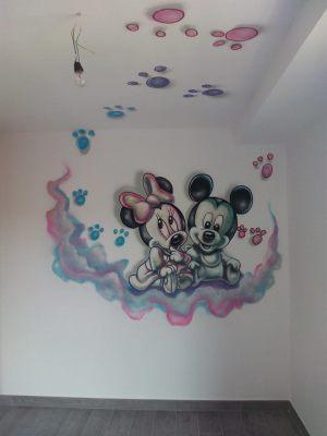 mural-infantil-mickey-huellas-techo