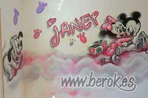 mural-infantil-mickey-nombre-nina-janet-habitacion-infantil