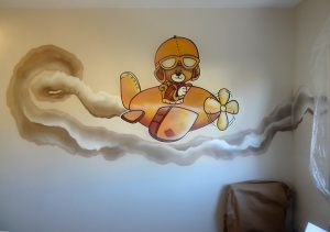 Mural-infantil-osito-en-avion