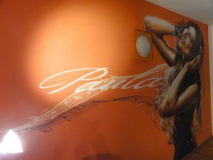 Mural-chica-musica