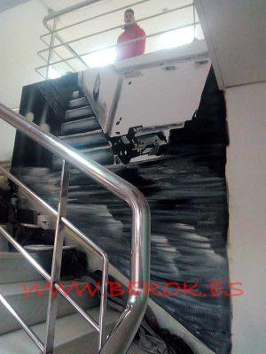 Decoracion-pintura-mural-escalera-oficina