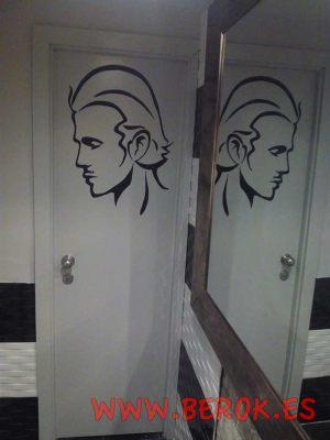 chico-vector-puerta-lavabo