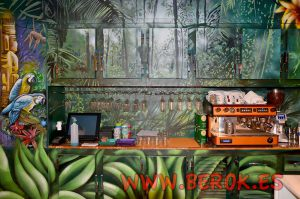 mural-selva-loro-barra-bar