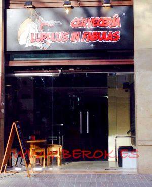 Pintura-mural-logo-cerveceria-Lupulus-in-Fabulas